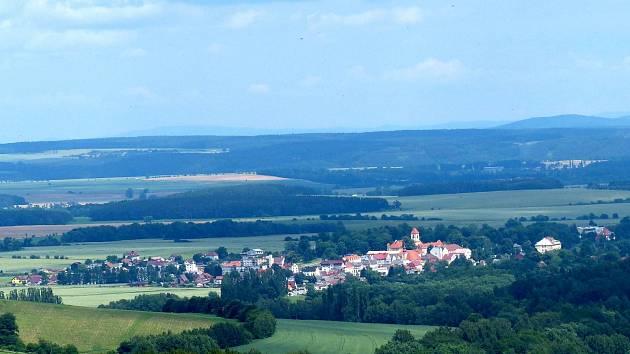 Pohled na Poběžovice od Pivoně.