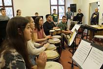 Přípravy a zkoušky bubeníků před společným vystoupením ve Furthu a v Domažlicích.