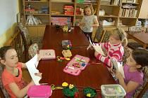V Domu dětí Domino se pravidelně konají rukodělné dílny.