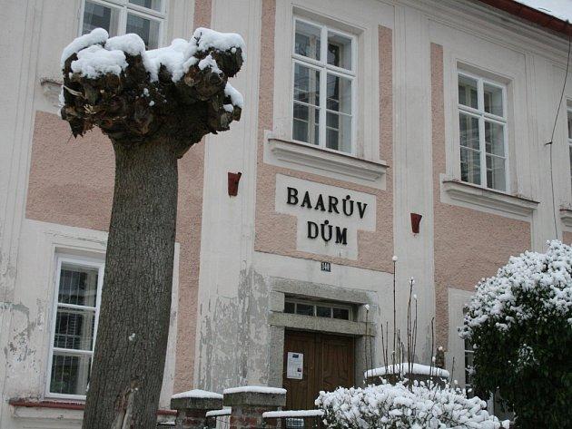 V zimě je dům čp. 140 na náměstí v Klenčí uzavřen. Od května však můžete muzeum, připomínající život a tvorbu známého spisovatele J. Š. Baara, opět navštívit.