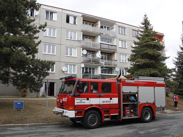 Zásah hasičů ve Švabinského ulici v Domažlicích.