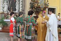 Biskup Tomáš Holub na mších na Domažlicku.
