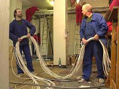 Ukradené kabely by firmě určitě chyběly. Ilustrační foto.