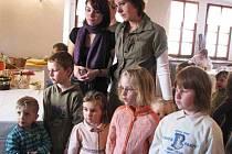 Velikonoční výstava v Horšovském Týně. Děti i dospělí obdivovali pletení pomlázek.