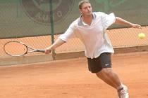 JEDNIČKA NA KURTU. Vítězem letošního Přeboru Chodska se stal odchovanec domažlického tenisu Tomáš Jung.