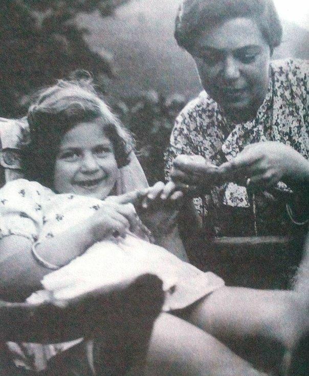 Eva Erbenová, rozená Löwidtová, s maminkou.