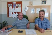 KRAMOLÍNSKÝ TANDEM. Vlevo starosta Jan Buršík, vedle něj místostarosta Vlastimil Faina.