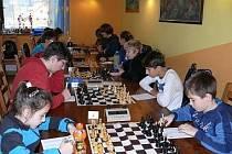 DALŠÍ KOLO ligy mladšího dorostu v šachu hostil Šachový klub Tachov.