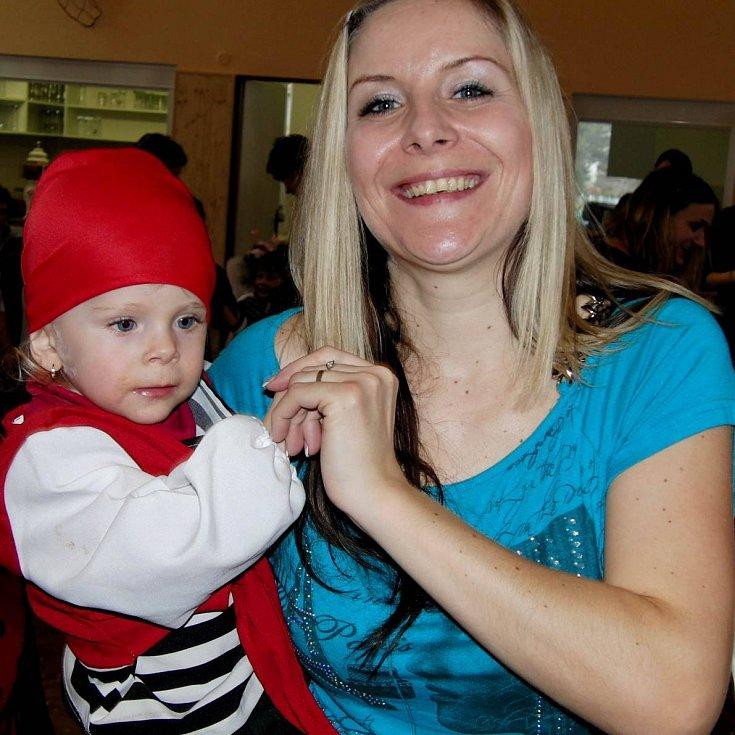 Dílské kuželkářky uspořádaly pro děti karneval, letos to byl Námořnický bál.