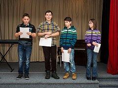 Vernisáž Literárního shrabování v Horšovském Týně. Na snímku jsou žáci Základní školy v Horšovském Týně.