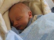 LUKÁŠ TICHÁČEK z Hyršova (2670 g a 48 cm) se narodil 4. dubna v Domažlicích jako první dítko Veronice Potocskové a Lukáši Ticháčkovi. Jméno pro něj vybrali společně