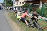 První přetahování na laně v Brnířově.