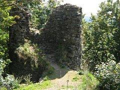 ZŘÍCENINA STARÝ HERŠTEJN je jednou z dominant Českého lesa.