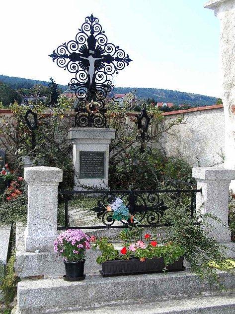 Hrob J. Š. Baara na klenečském hřbitově.