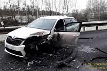 Čtvrteční nehoda tří osobních aut mezi Jeníkovicemi a Horšovským Týnem.
