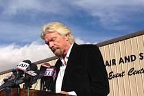 Šéf společnosti Virgin Galactic Richard Branson slíbil úplné vyšetření páteční havárie vesmírné lodě SpaceShipTwo, která explodovala při zkušebním letu.