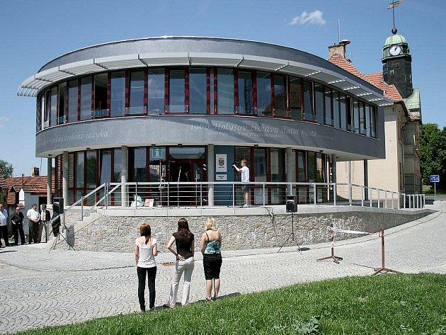 Slavnostní otevření nové radnice v Holýšově.
