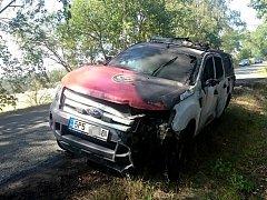 Při zásahu vzplál hasičům Ford Ranger.