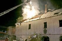 Noční požár 24. října zásadně poničil historické stavení ze 14. století v centru Bělé nad Radbuzou.