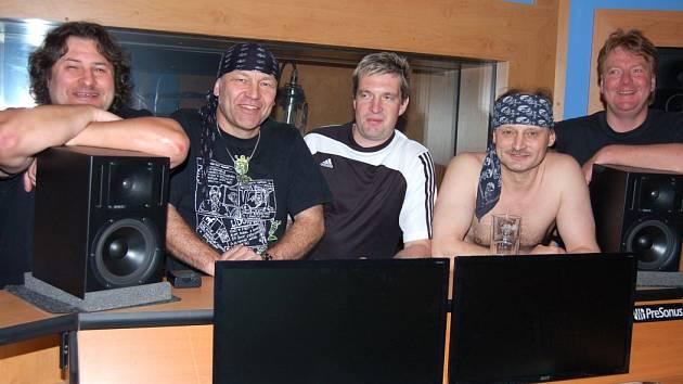 VIZIR ROKU 2012. Muzikantům sice ubylo vlasů, přibyly šediny, ale hrát umí pořád perfektně.
