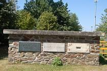 Kamenný podstavec pomníku na Baldově.