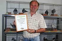 VÁCLAV BLACKÝ byl jedním z trojice staňkovských chovatelů, kterým Ústřední výboru Českého svazu chovatelů Praha udělil vyznamenání. Konkrétně se jednalo o bronzový odznak za zásluhy o chovatelství.