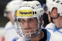 Úterní trénink absolvoval kapitán plzeňských hokejistů Martin Straka s plexisklovým krytem obličeje