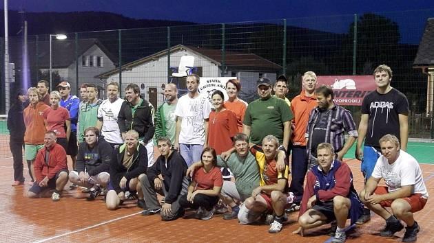Noční nohejbalový turnaj v Rybníku.
