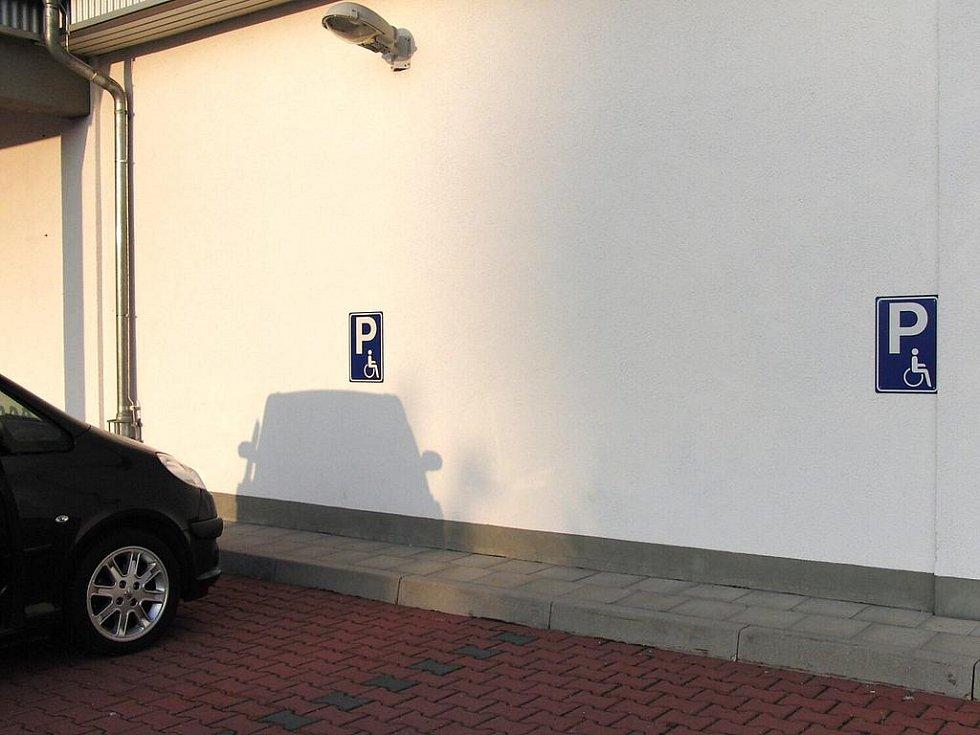 Není Penny jako Penny. Furth - parkovací místa pro invalidy.