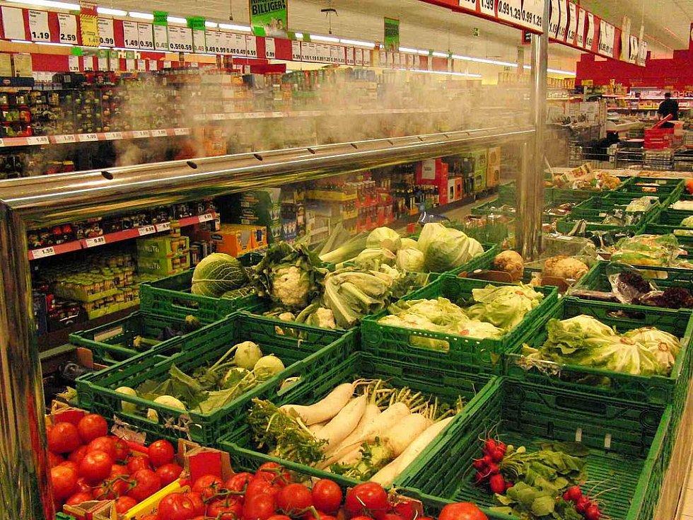 Není Penny jako Penny. Furth im Wald: Zeleninu je tam radost nakupovat, neboť je už na první pohled kvalitnější. O vhodné prostředí se jí stará mimo jiné i zařízení produkující chladnou vodní páru.