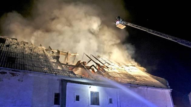 Noční požár v Bělé nad Radbuzou.