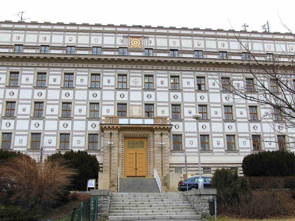 Budova Okresního soudu v Domažlicích.