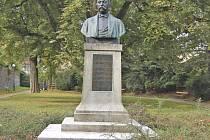 Opravený pomník Antonína Steidla v Domažlicích.