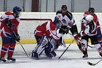 Z úvodního finálového duelu mezi hokejisty SKP Domažlice a AHC Devils Domažlice.