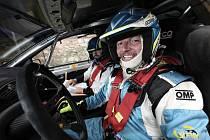 Daniel Balcar po sedmnácti letech v závodní kombinéze za volantem rallyového speciálu.