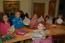 Děti vyráběly adventní kalendář v Galerii bratří Špillarů.