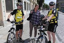 V domažlických ulicích i v okolí města budeme stále potkávat policisty na horských kolech.