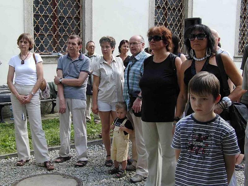 Z vernisáže soch vytvořených v rámci sympozia Tusta Lapidea.