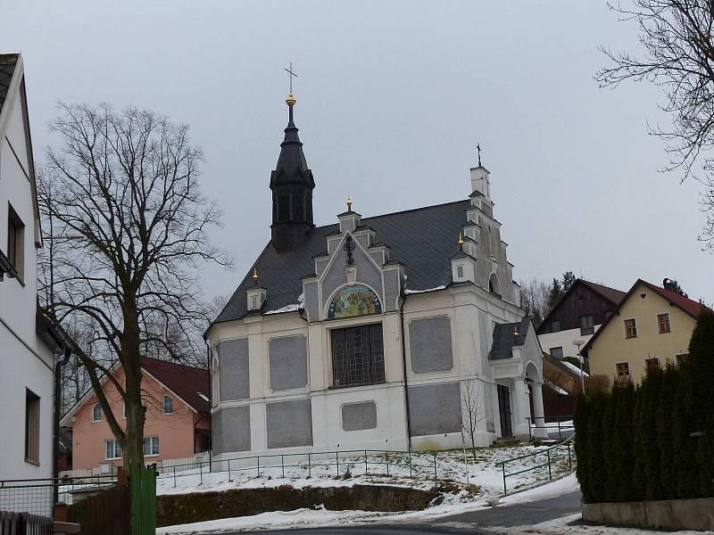V sousedství rázovité hospody se nachází kaple sv. Jakuba.