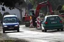 Novokramolínští zažili v souvislosti s výstavbou kanalizace největší stavební ruch loni v létě.