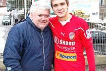 Fotbalista Martin Sladký s fanouškem Jiskry Václavem Šímou.