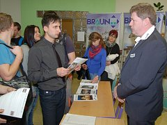 Z veletrhu studijních a pracovních příležitostí v domažlickém SOU.