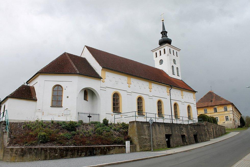 Kostel svatého Jiřího v Koutě na Šumavě stojí na pivovarských sklepech.