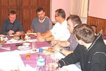 Komise rozhodčích PKFS navštívila Chodsko. Výjezdní zasedání se konalo v hotelu Haltrava.