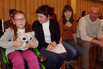 Martinka Květová s rodinou na koncertě v Holýšově.
