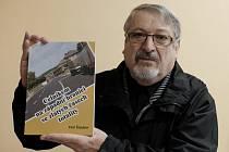 Petr Štauber z Domažlic se svou knihou.