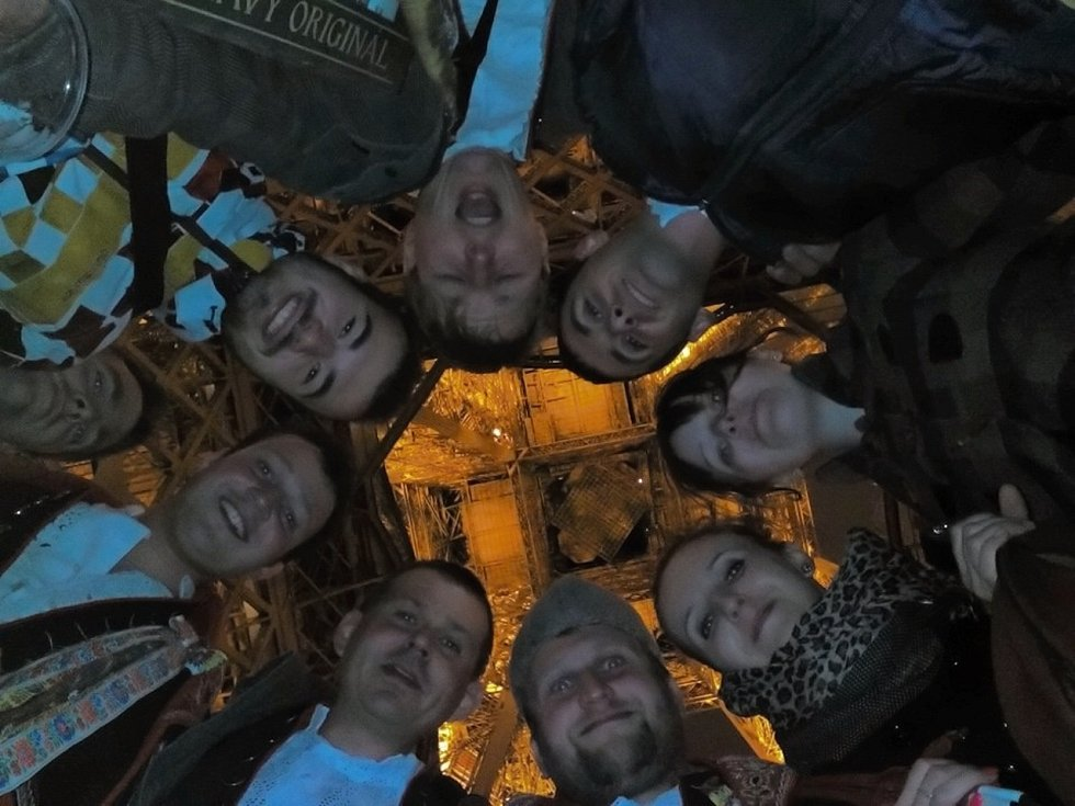 Selfie pod Eiffelovkou.