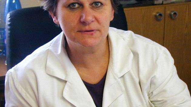 Ředitelka Domažlické nemocnice Alena Výrutová musela primáře Vratislava Beneše odvolat po sedmnácti letech funkce.