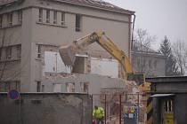 Demolice bývalé nemocnice v centru Domažlic.