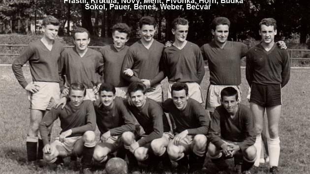 Úspěšní mládežníci domažlické kopané. Na snímku z roku 1961 jsou zleva nahoře Praštil, Krutina, Nový, Ment, Pivoňka, Horn a Budka, dole Sokol, Pauer, Beneš, Weber a Bečvář.